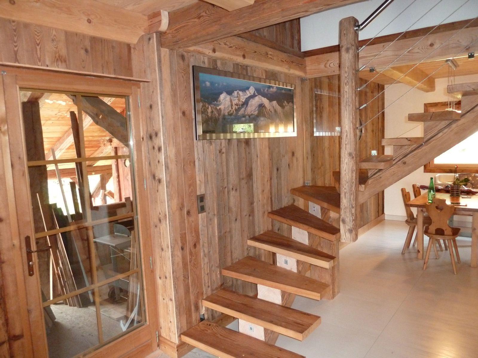 Escalier en vieux bois
