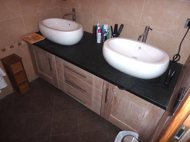 Meuble salle de bain en chêne et plan en pierre